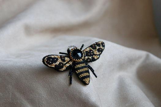 Брошь Пчела Лео