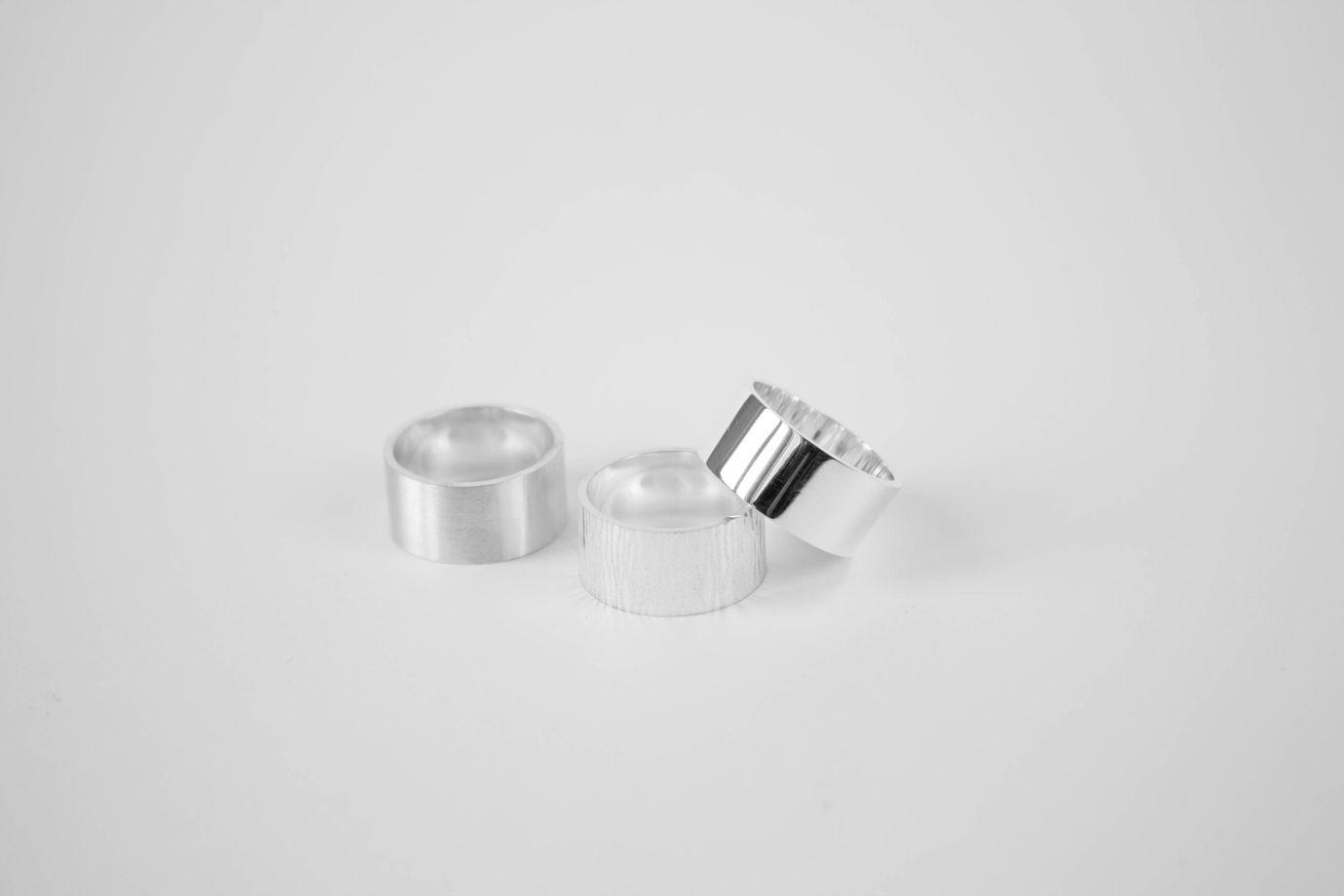 Широкое матовое кольцо из серебра