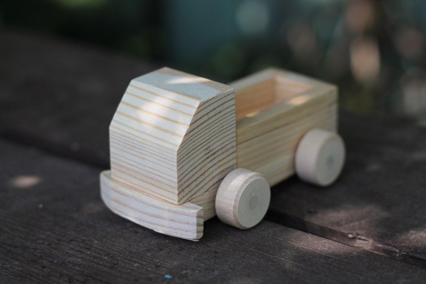 Машина деревянная маленький грузовик