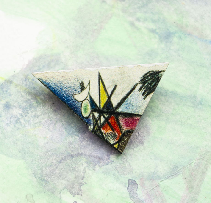 Деревянная брошь «Кандинский» - абстрактная треугольная композиция из фрагмента картины Василия Кандинского.