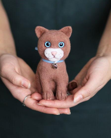 """Игрушка валяная кот """"Граф"""" ручной работы из шерсти 17 см"""