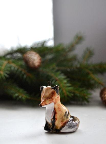 Ёлочная игрушка из керамики Лисичка. Ручная работа