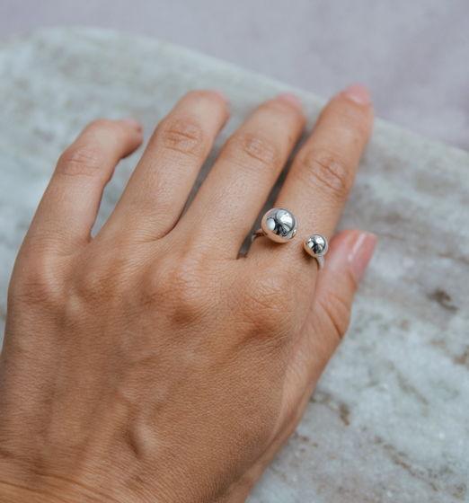 Серебряное кольцо Шарики