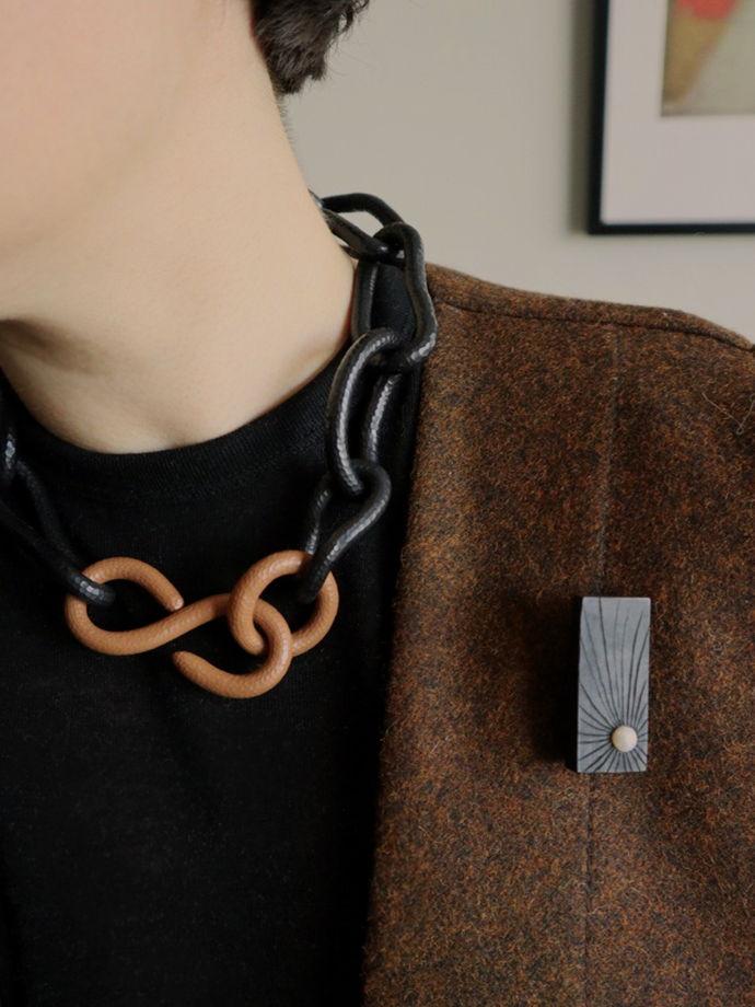 Колье черная крупная цепь Chan Infinity