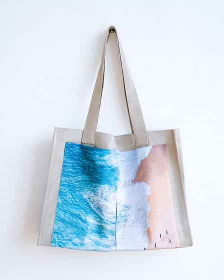 Сумка бежевая из плотного хлопка с авторским принтом «Пляж».