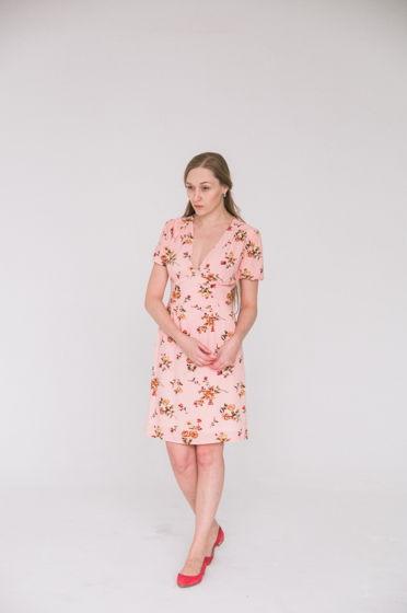 Платье с широким фигурным поясом розы. Размер 44