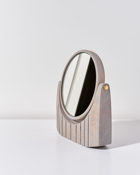 Настольное макияжное зеркало