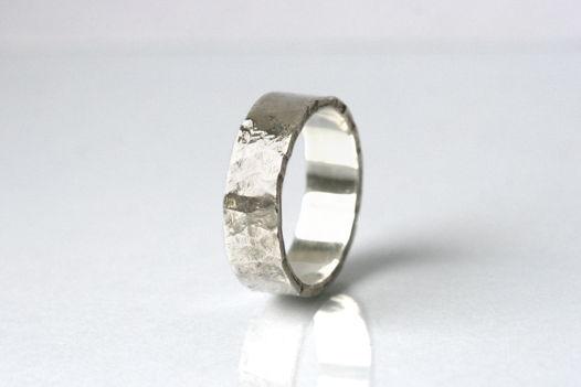 Битое кольцо М