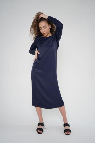 Синее женское платье из вискозы прямого силуэта с вырезом на спине