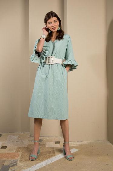 Голубое платье с воланами из шитья