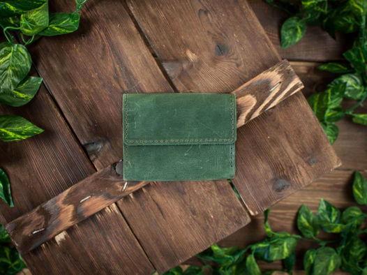 Кредитница из натуральной кожи для карт и визиток -COFFER- ручной работы цвет Зеленый