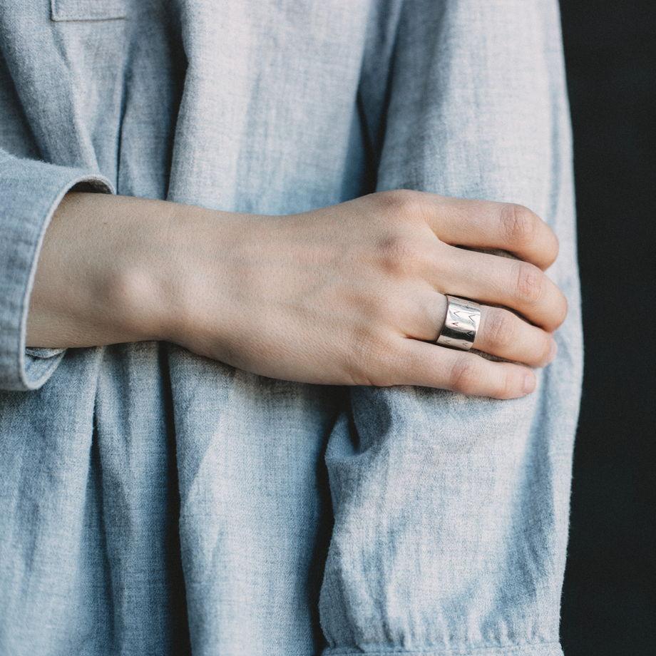 серебряное кольцо галочки