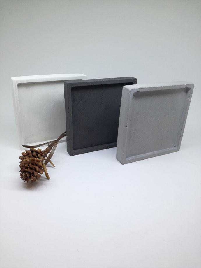Тарелочка из бетона для хранения украшений