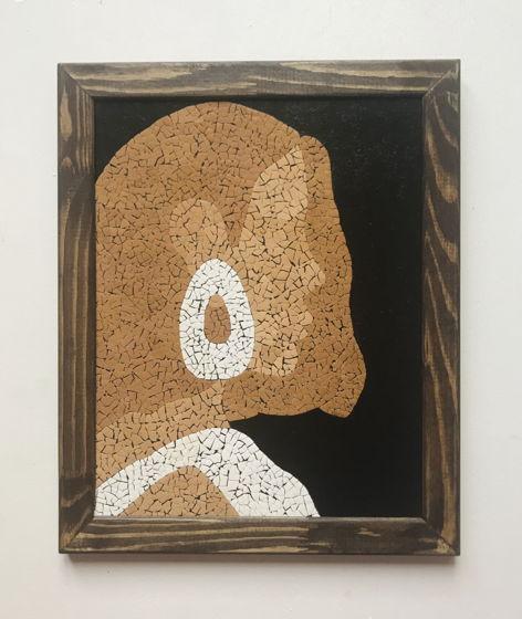 Картина «Незнакомка» ручной работы из яичной скорлупы натуральных оттенков