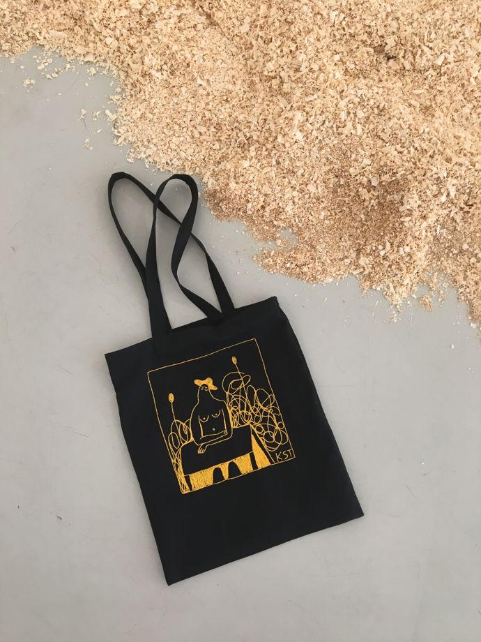 Черная холщовая сумка- шоппер с ручной вышивкой жёлтого цвета