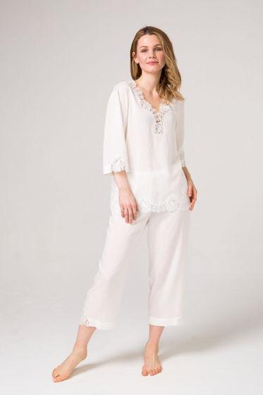 Хлопковый пижамный комплект  блуза и брюки из хлопка с вискозой и с уникальным хлопковым кружевом.