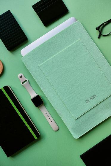 Чехол из фетра для MacBook и ноутбуков, зеленый, вертикальный