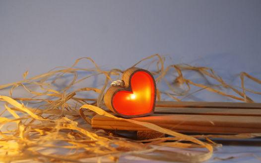 """Светодиодный фонарик из дерева """"Сердце"""""""