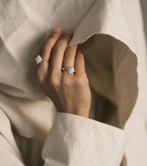 открытое кольцо с ромбом в крапинку