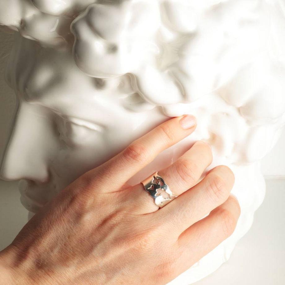 серебряное кольцо World