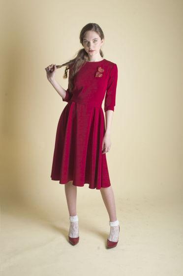 Платье офисное приталенное миди красное