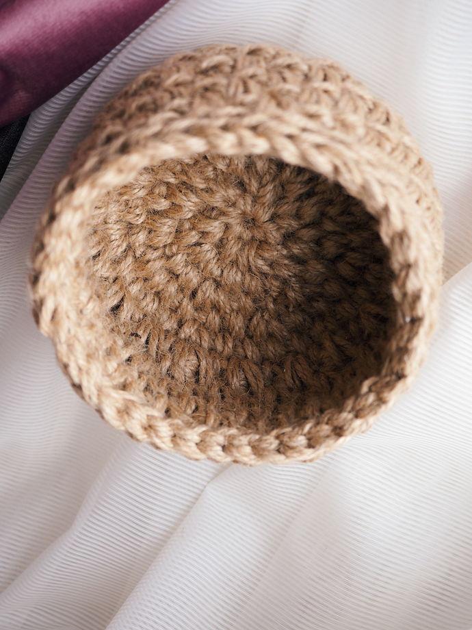 Вязаная корзинка из джута для мелочей