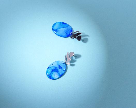 Серьги с подвесками синего цвета из ювелироной смолы