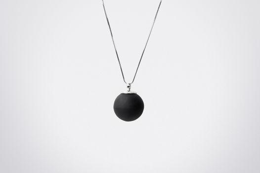 Кулон-подвеска «Мини шар» из черного фарфора и серебра