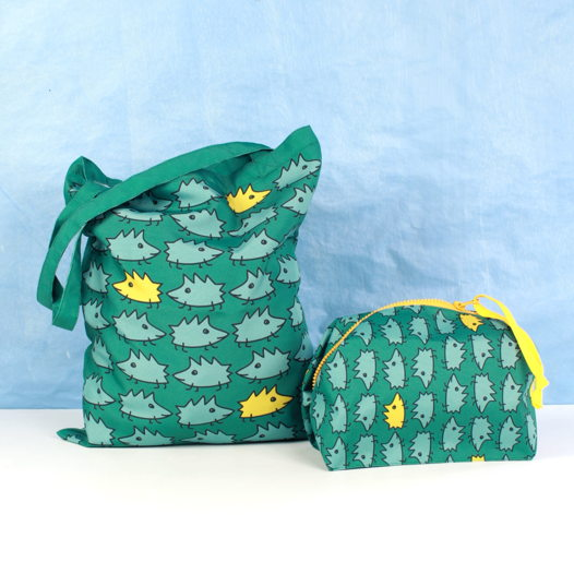 НАБОР из сумки-шоппер и косметички FishCard с картинкой на счастье: ёжики