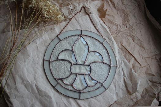 Витражный интерьерный медальон Геральдическая лилия