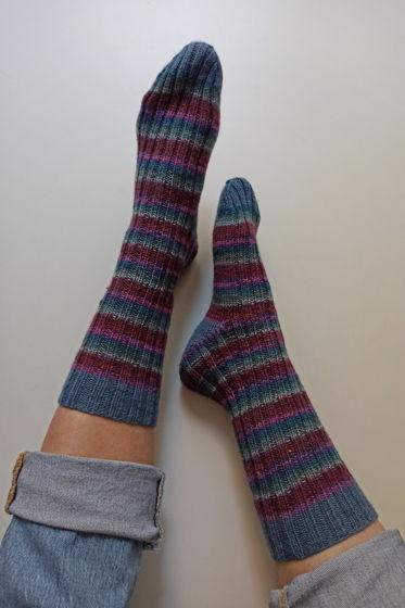 Полосатые носки ручной работы