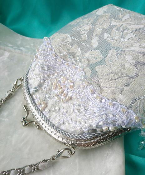 Сумочка под свадебное платье с кружевом и натуральным жемчугом