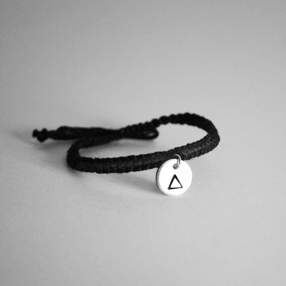 Плетеный шнурок с подвеской
