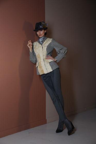 Жакет с мехом козлика желтый