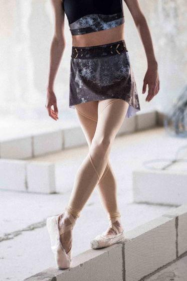 Юбка Тянется, испачканная принтом для балета