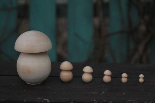 Деревянный гриб с грибочками внутри
