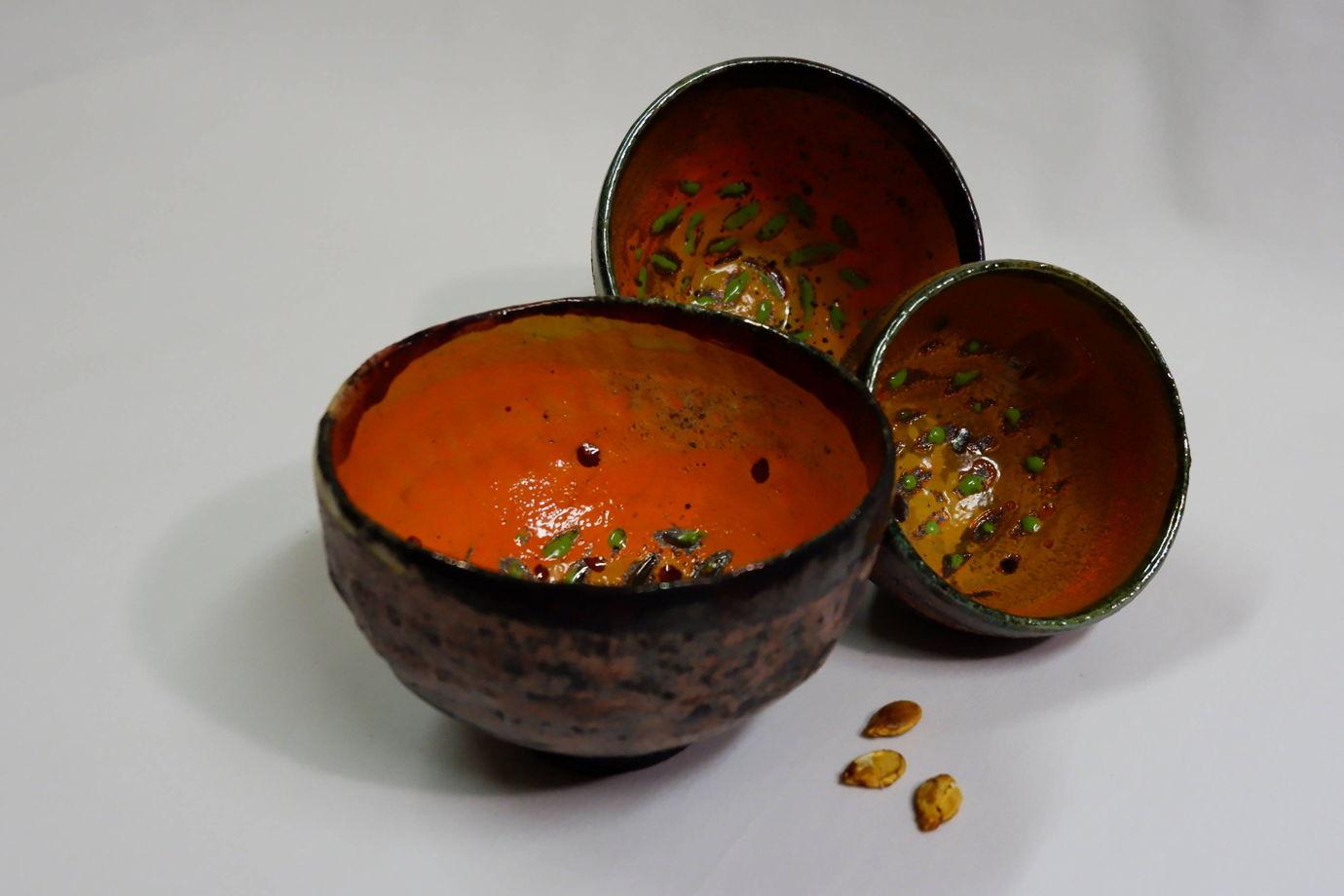 Миска-пиала керамическая для тыквенного супа.
