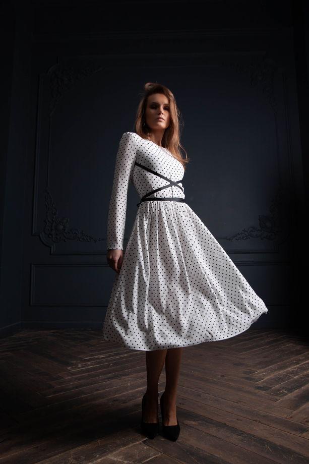 Летящее платье Севиль в горошек из вискозы миди, белое