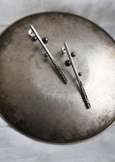 Серьги-палочки с 3 черными жемчужинами