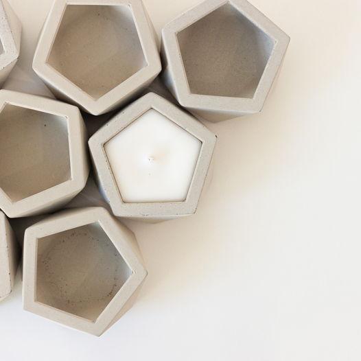 Ароматическая свеча в бетоне Пятиугольник М