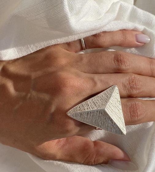 Кольцо треугольной формой