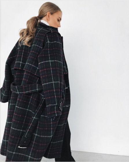 Утеплённое пальто-тренч из шерсти глубокого малахитового оттенка в клетку