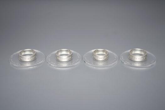 Широкое кольцо из серебра с надписью на латыни