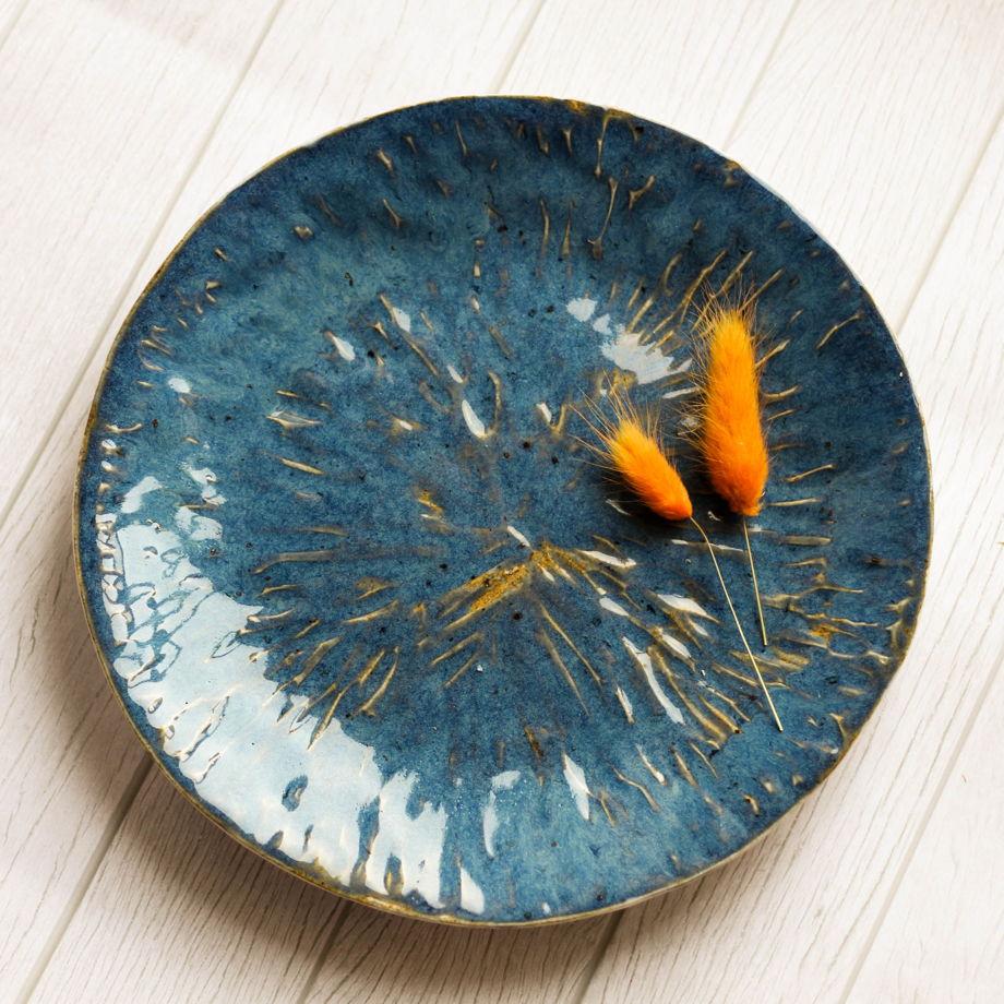 Лазоревая тарелочка ручной работы из фарфора