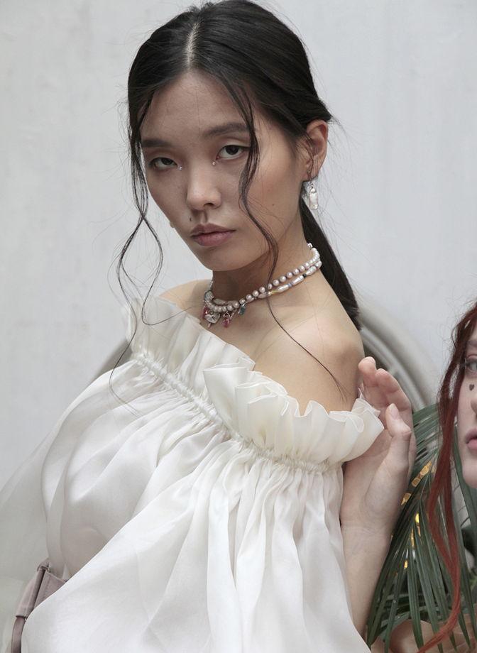 Блузка с декольте Renessance жемчужная