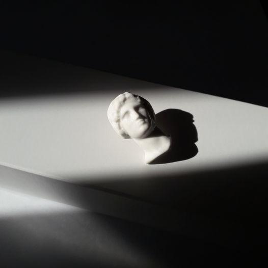 Фарфоровая брошь Александр Великий
