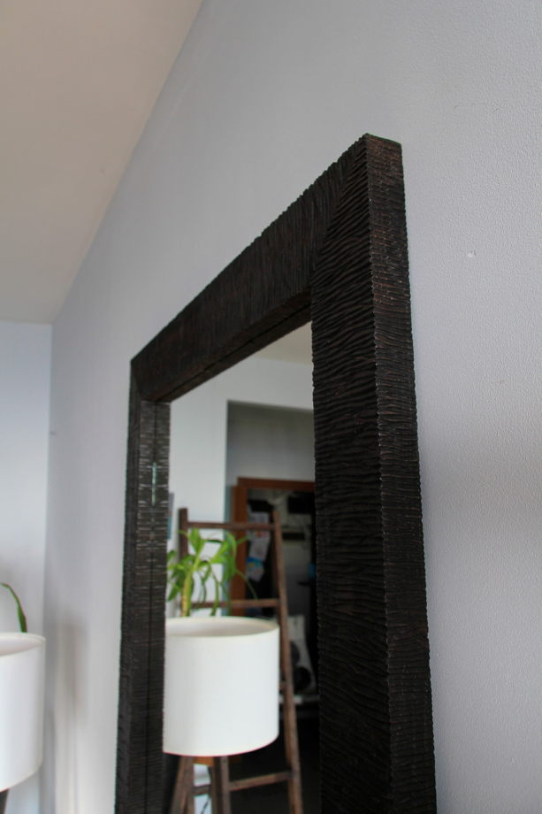 Напольное зеркало в непростой оправе