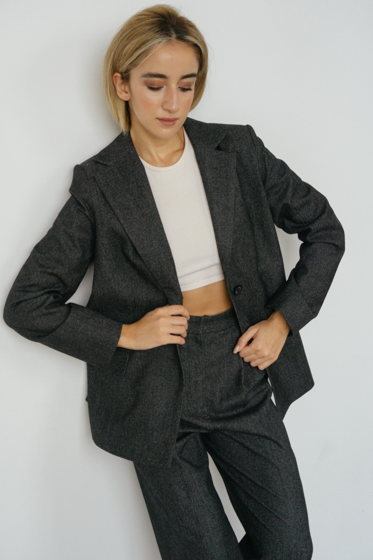 Эксклюзивный серый брючный костюм из 100% премиальной шерсти