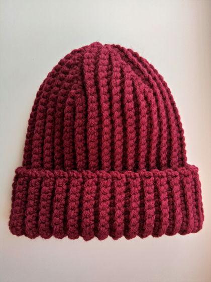 Зимняя шапка бини цвета бордо