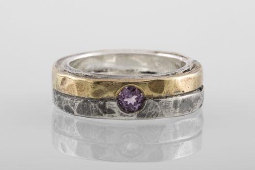 Двойное кольцо с латунным сегментом и аметистом